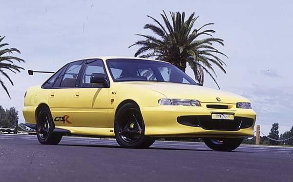 Past Blast 1996 Vs Hsv Gts R Performancedrive
