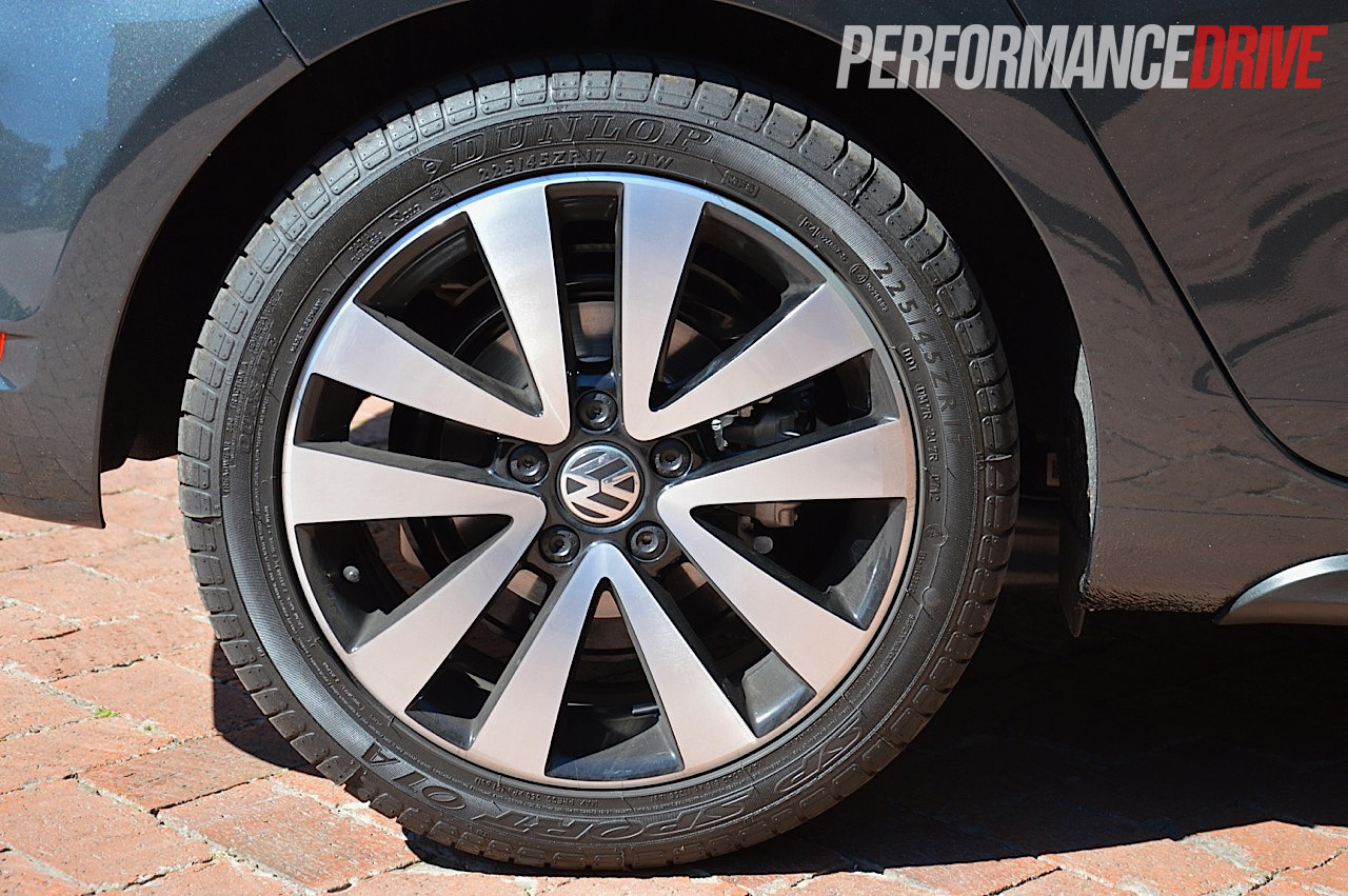 2012 Volkswagen Golf GTD review (video) - PerformanceDrive