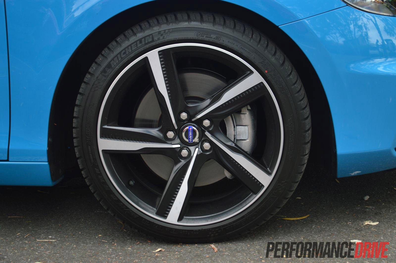 2013 Volvo V40 T5 R Design 18in Alloy Wheels