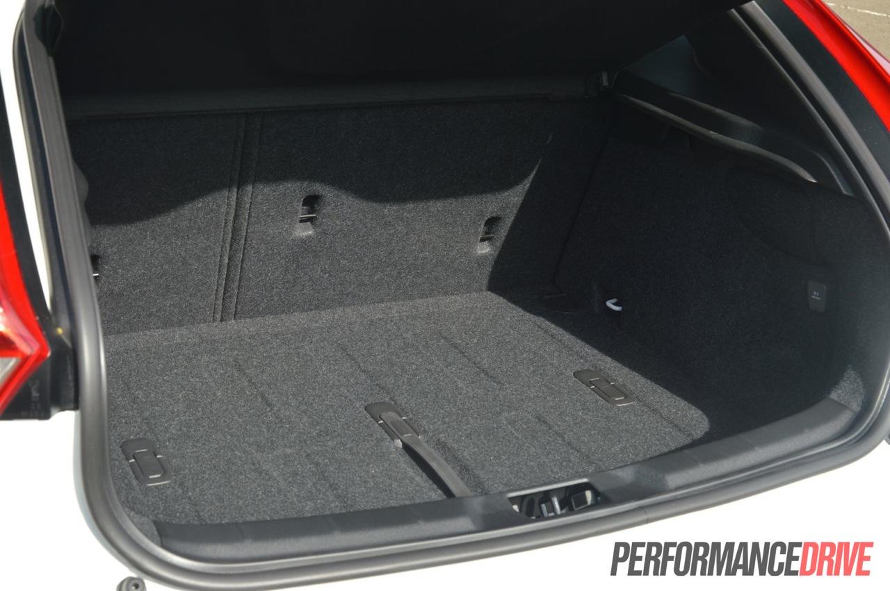 2013 Volvo V40 D4 Kinetic review (video) - PerformanceDrive