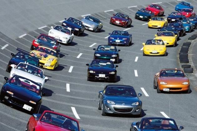 2010 Mazda MX-5 record parade-2