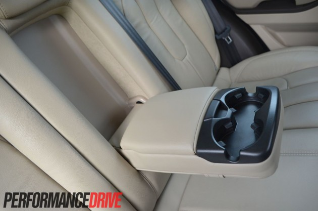 2012 Range Rover Evoque Pure SD4 rear cup holder