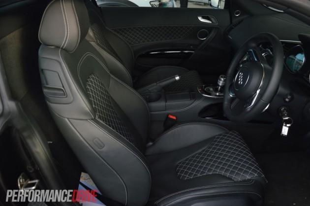2013 Audi R8 V8 interior