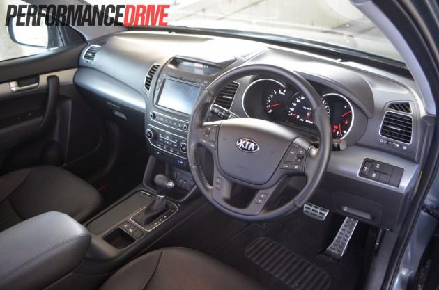 2013 Kia Sorento Platinum dash steering wheel