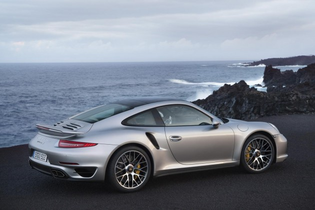 2014 Porsche 911 Turbo rear revealed