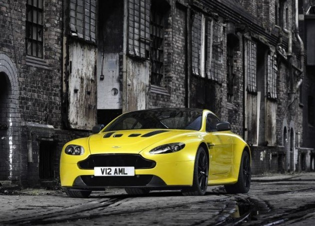 Aston Martin V12 Vantage S-yellow