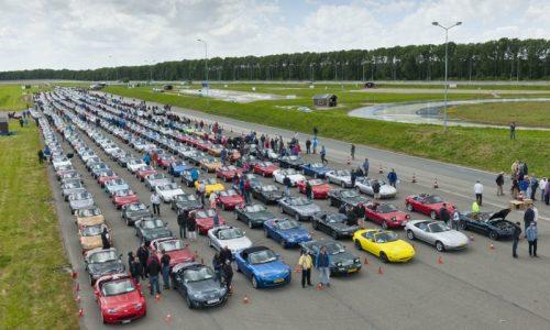 Mazda MX-5 parade of 683 breaks the world record
