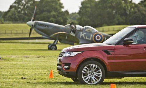Video: New Range Rover Sport vs V12 Spitfire plane
