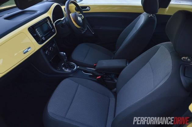 2013 Volkswagen Beetle front seats