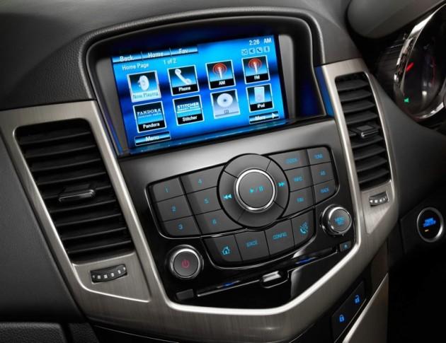 2014 Holden Cruze SRi-V MyLink interface