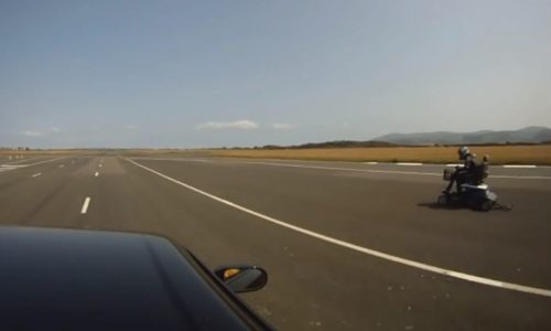 Video: Mobility scooter vs R33 Nissan Skyline GTS-T