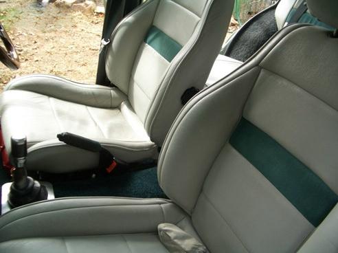 1971 Datsun 1600 GL station wagon front seats