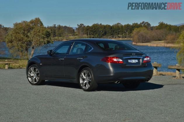 2013 Infiniti M30d S Premium rear
