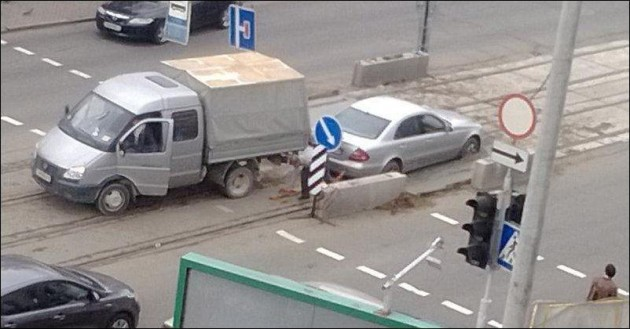 Mercedes-Benz E-Class bogged in cement-2