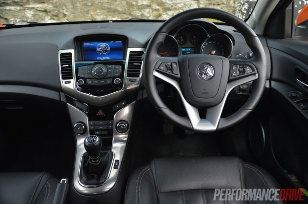 2014 Holden Cruze SRi-V dash