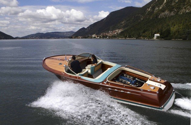 Riva Aquarama Lamborghini restored by Riva World-turning