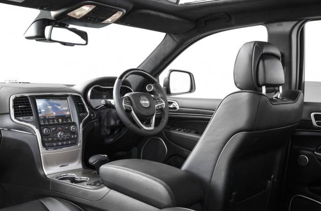 2014 Jeep Grand Cherokee Summit-dash