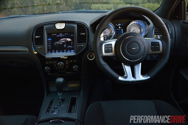 Chrysler 300 SRT8 Core dash