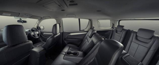 Isuzu MU-X interior