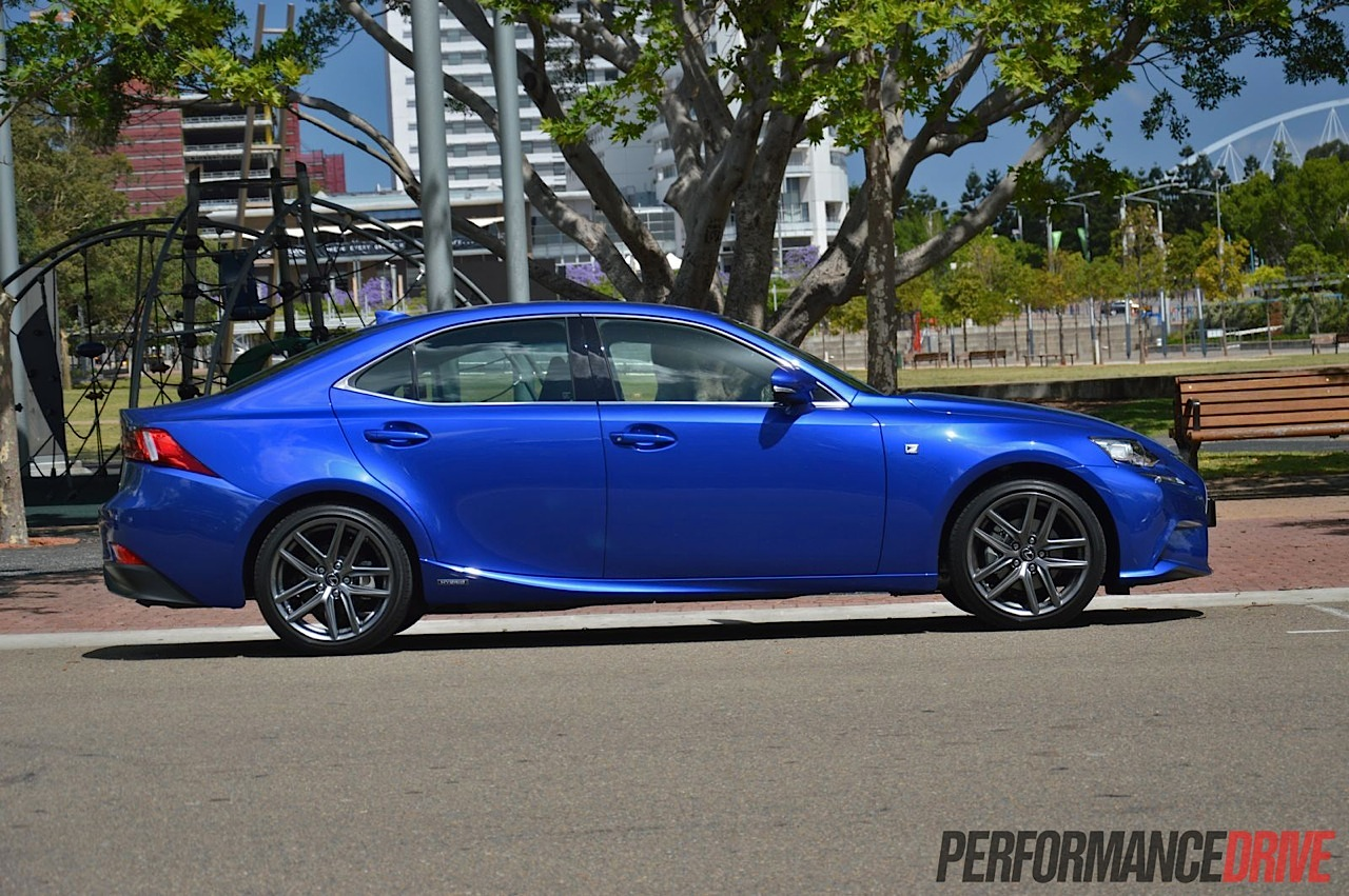 2013 lexus is 300h review video performancedrive. Black Bedroom Furniture Sets. Home Design Ideas