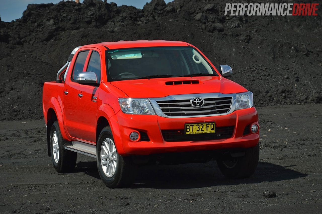 2013 Toyota HiLux SR5 review | PerformanceDrive