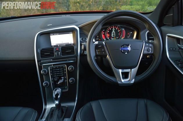 2014 Volvo XC60 T6 R-Design interior