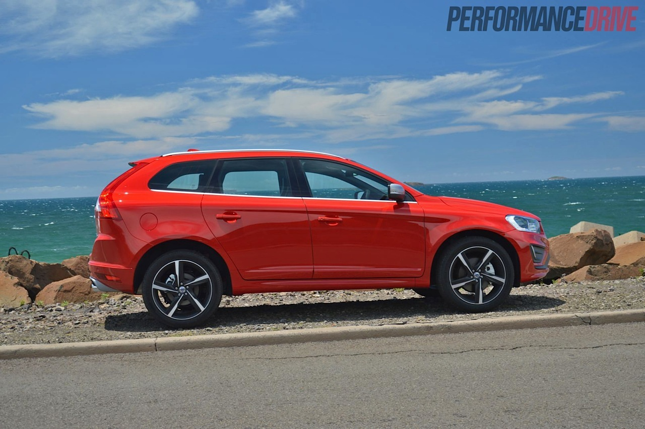 2014 Volvo XC60 T6 R-Design side