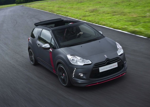 Citroen DS3 Racing Cabrio-roof down