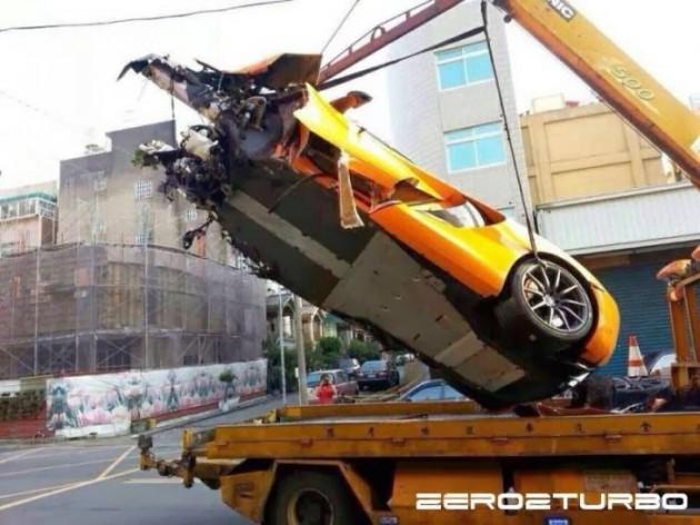 McLaren 12C crash Taiwan-2