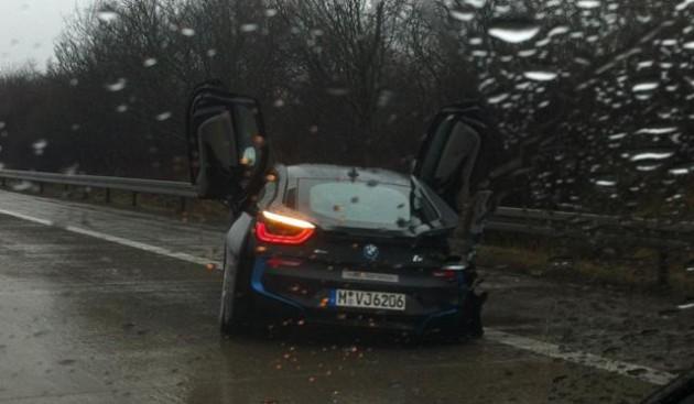 BMW i8 prototype crash