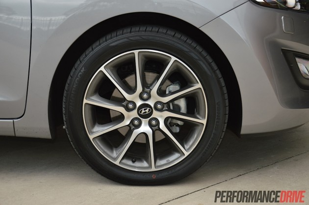 2014 Hyundai i30 SR-17in wheels