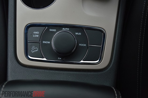 2014 Jeep Grand Cherokee Limited-SelecTerrain mode