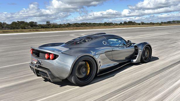 Hennessey Venom GT-driving