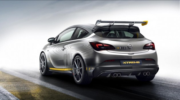 Opel Astra OPC EXTREME-rear