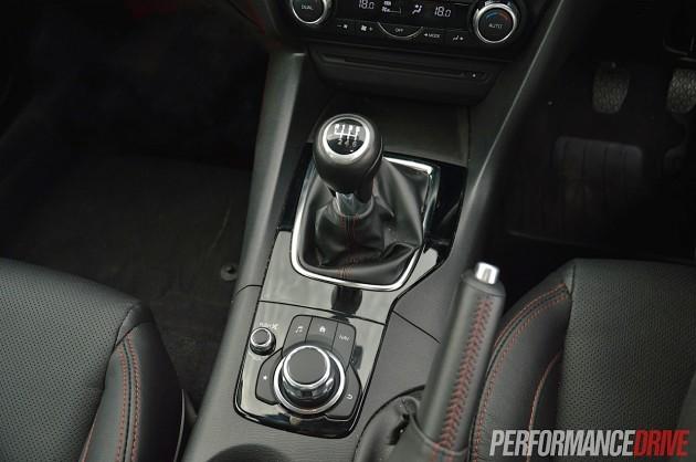 2014 Mazda3 SP25 GT centre console