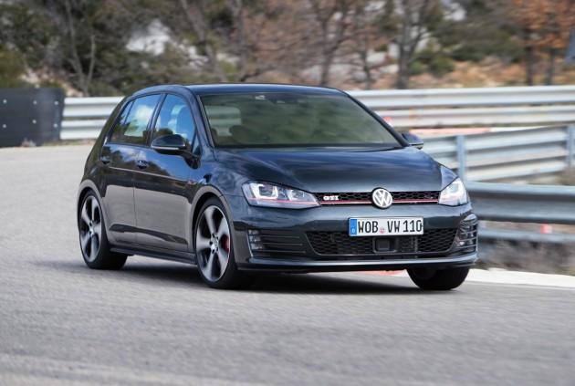 2014-Volkswagen-Golf-GTI-Mk7-grey