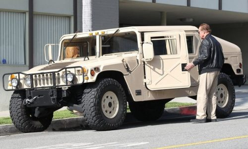 Arnold Schwarzenegger spotted in his AM General Hummer