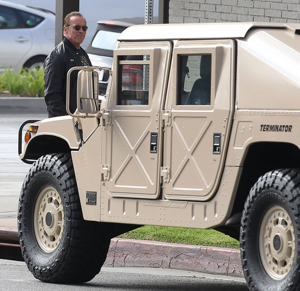 Arnold Schwarzenegger spotted in his AM General Hummer | PerformanceDrive