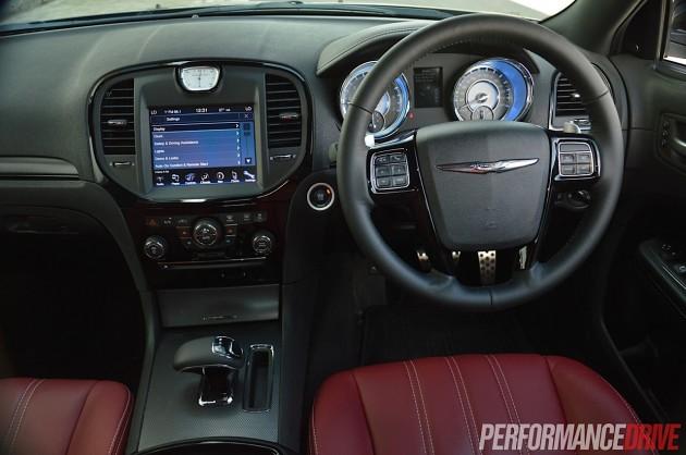 2014 Chrysler 300S-dash
