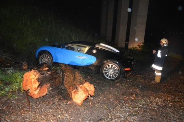 Bugatti Veyron crash in Austria, off 40-foot drop ...