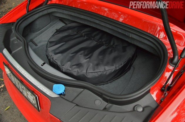 2014 Jaguar F-Type V8 S-boot space