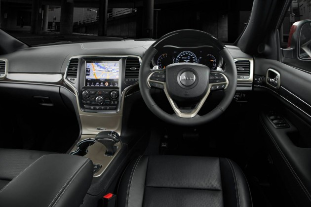 2014 Jeep Grand Cherokee Overland-dash