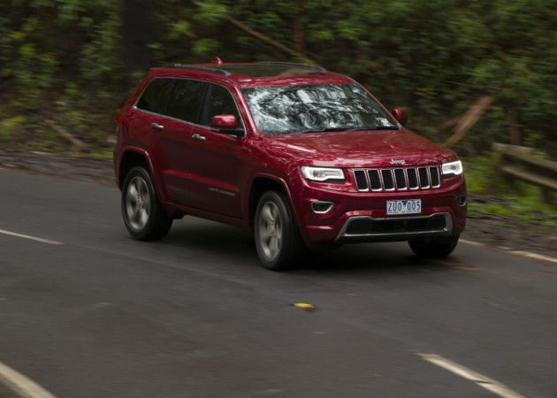 2014 Jeep Grand Cherokee Overland-driving