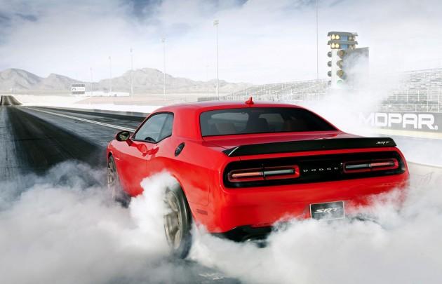 2015 Dodge Challenger SRT Hellcat-burnout