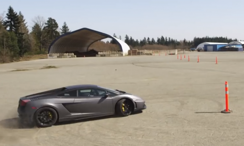Lamborghini Gallardo does gymkhana, V10 style