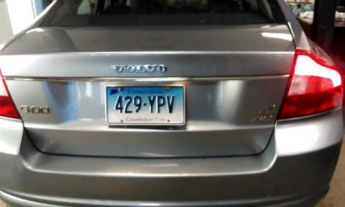 Volvo S80 V8 with unbolted exhaust sounds mean