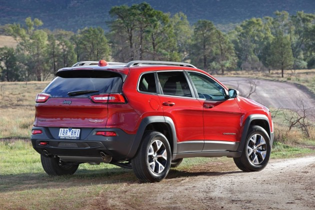 2014 Jeep Cherokee Trailhawk-rear