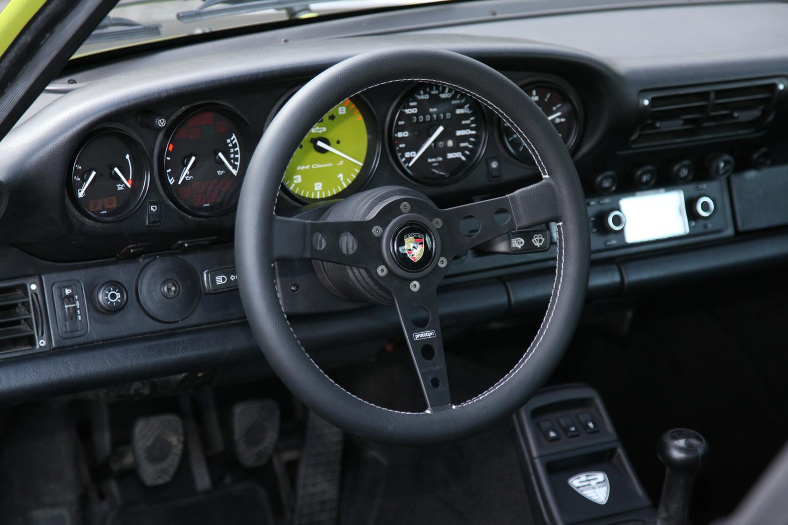 DP Motorsports Porsche 911 964-dash