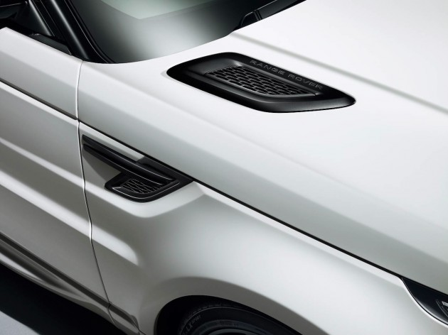 Range Rover Sport Stealth Pack front guard vent