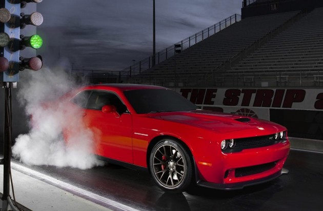 2015-Dodge-Challenger-SRT-Hellcat-drag-strip